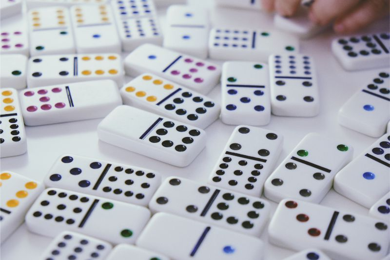 board games dominoes